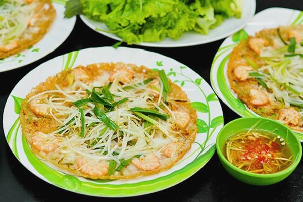 Bánh xèo tôm nhảy là một món ăn nhất định phải thử ở Quy Nhơn