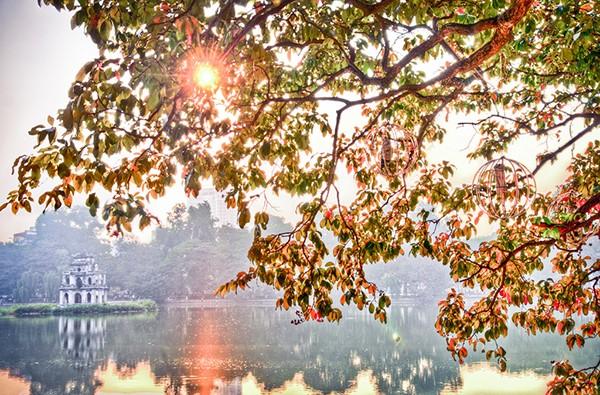 Cảnh chiều tà thơ mộng ở hồ Hoàn Kiếm
