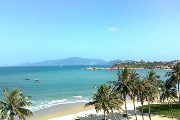 Biển Sầm Sơn xanh mát dưới nắng