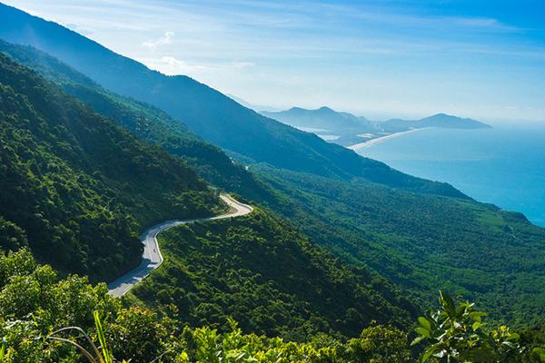 Đèo Hải Vân - bức họa đồ tuyệt đẹp